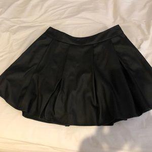 LF PLeated black skirt